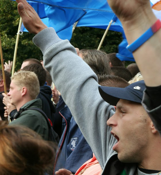 Hitler salute is used at the PVV protest
