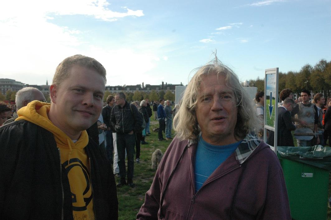 Links: Paul Peters, Rechts: Voorposter Alfred Vierling