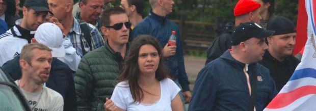 Links de VP activisten Ben van der Kooi en Simone Magretti. Daarnaast voormalig Nationale Alliantie activist en ADO hooligan Marco van der Pol en neonazi Barry Kluft (beiden met pet)