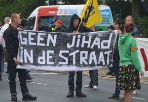 Pro Patria demostratie in de Schilderswijk op 10 augustus 2014
