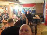 Martin van de Grind (helemaal vooraan) en Johnboy Willemse (met gespreide armen) in Rac'n'Roll place, 2014