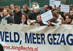 Ruud Sablerolle (rode sjaal) op demonstratie Nieuw Rechts in Den Haag, januari 2004