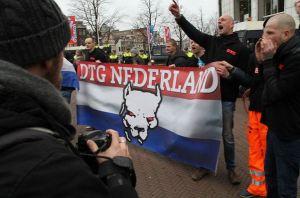 DTG bij Pegida-demo in Amsterdam, 6 februari 2016. Rechts Jeroen Banda en Danny Hoffmann