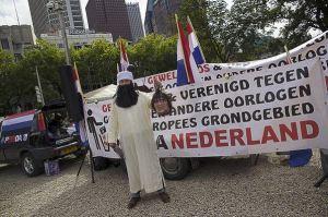 Ex-NVU activist Hugo Kuijper op Pegida-demonstratie Den Haag, 11 september 2016