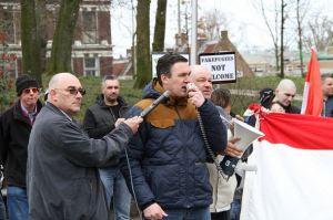 Martin de Regt en Constant Kusters (NVU) bij anti-vluchtelingen-protest, Utrecht 19 maart 2016