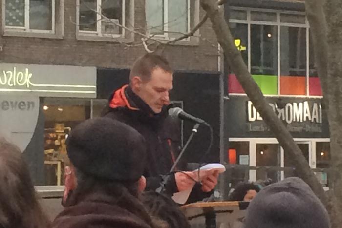Micheal Jansen spreekt op 'Nijmegen against hate' demonstratie